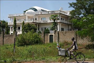 بيوت غريبة الشكل o.O BwRg10O9.jpg