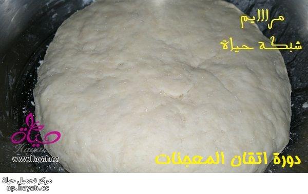 دورة اتقان المعجنات,الدرس السادس, عمل ضفيرة الجبن وفطائر الدجاج بالخطوات المصورة 0I3qf.jpg